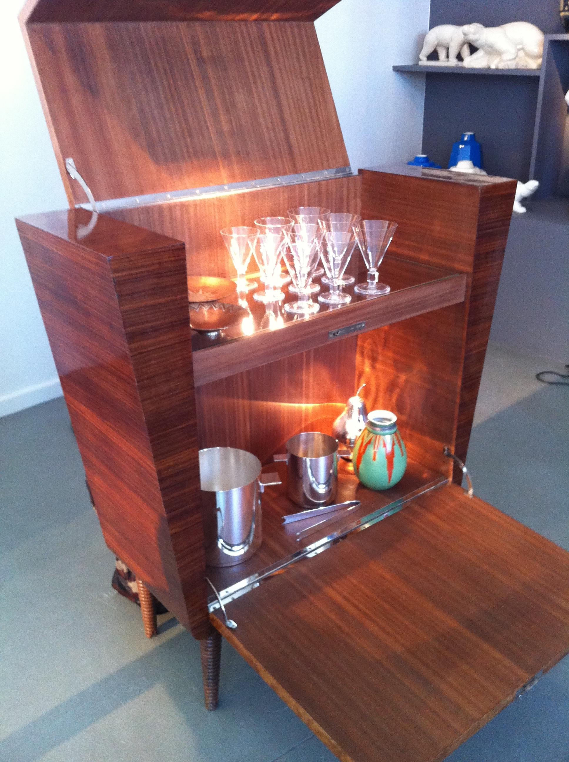 Italian Deco 1930s Burl Wood Bar with Glass Shelf