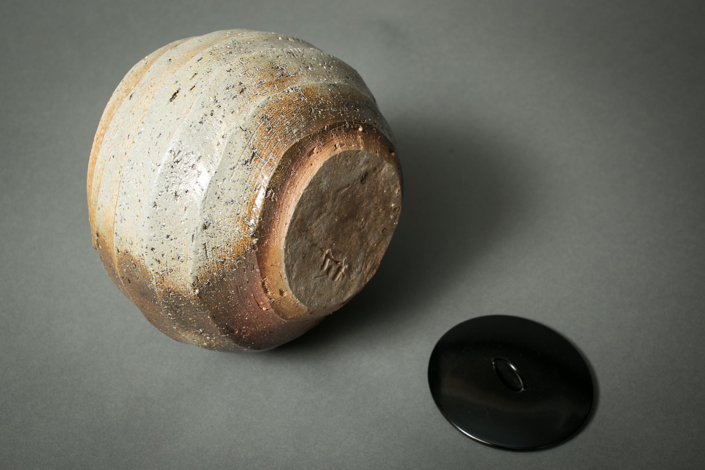 Japanese Antique Bizen Mizusashi with Lacquer Lid