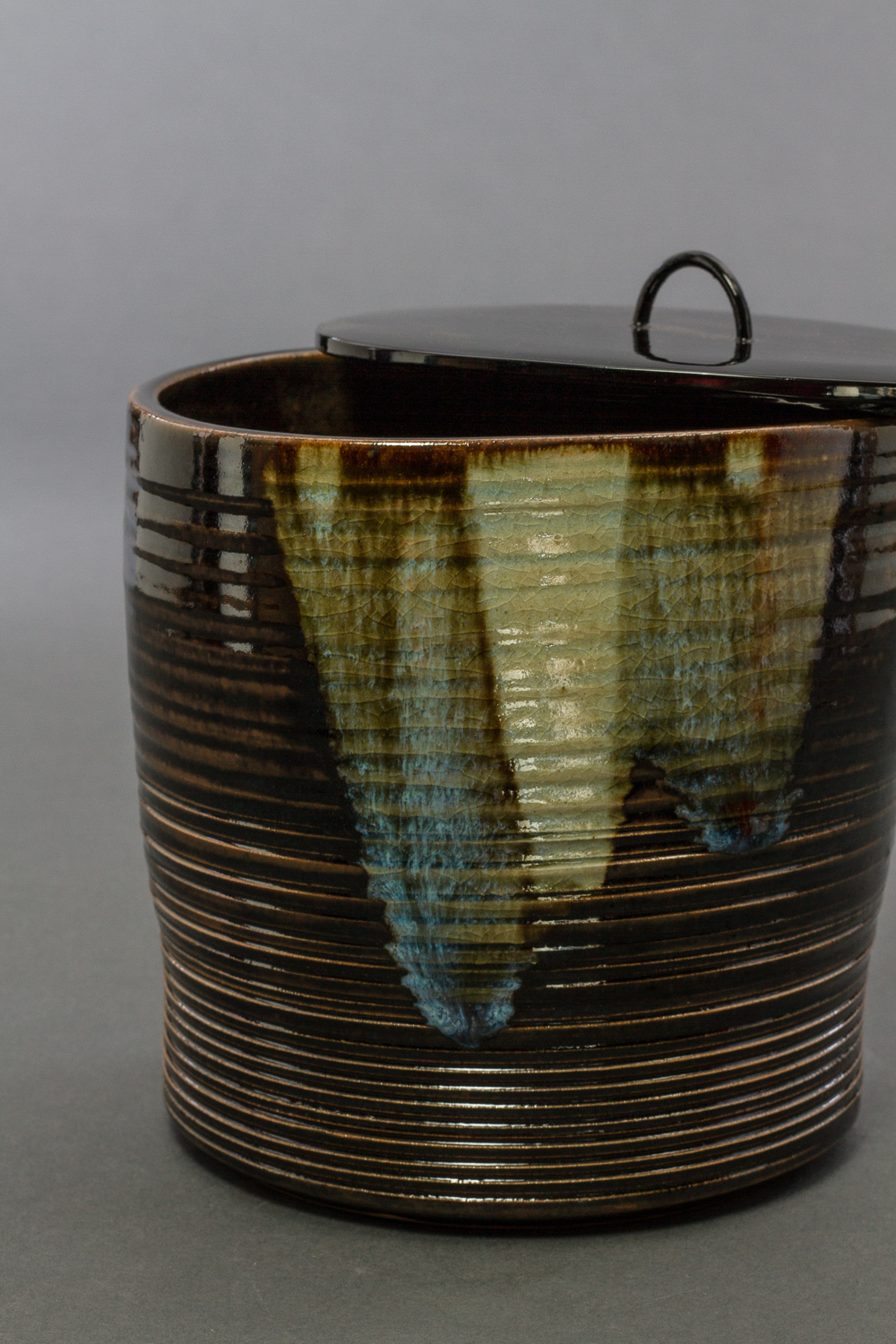 Yokoen-ware with Lacquered Wood Lid