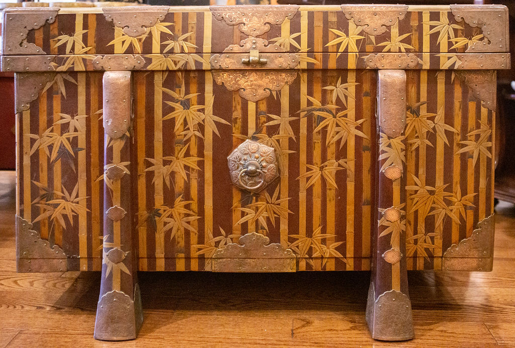 Nashiji Lacquer Armor Trunk with Bamboo Design