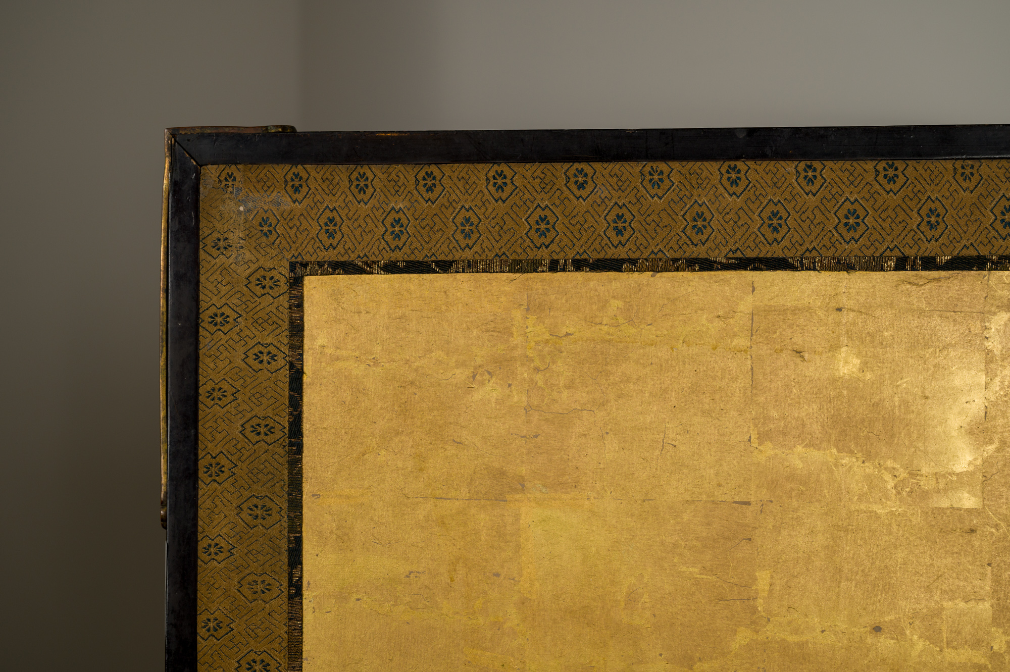 Pair of Japanese Six Panel Screens: Magnificent Cranes on Gold Leaf